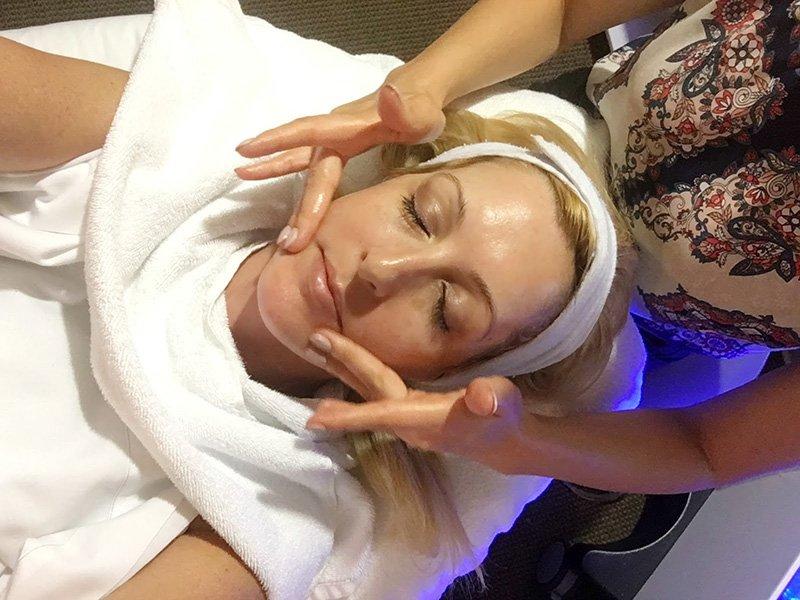 Процедура очистки кожы лица
