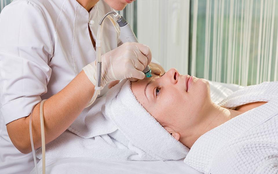 Что говорят о процедуре HydraFacial клиенты салонов красоты?