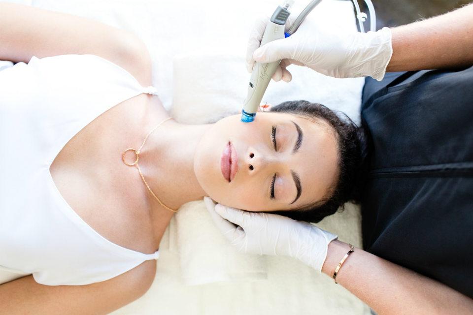 Омоложение лица без операции: самые востребованные методики