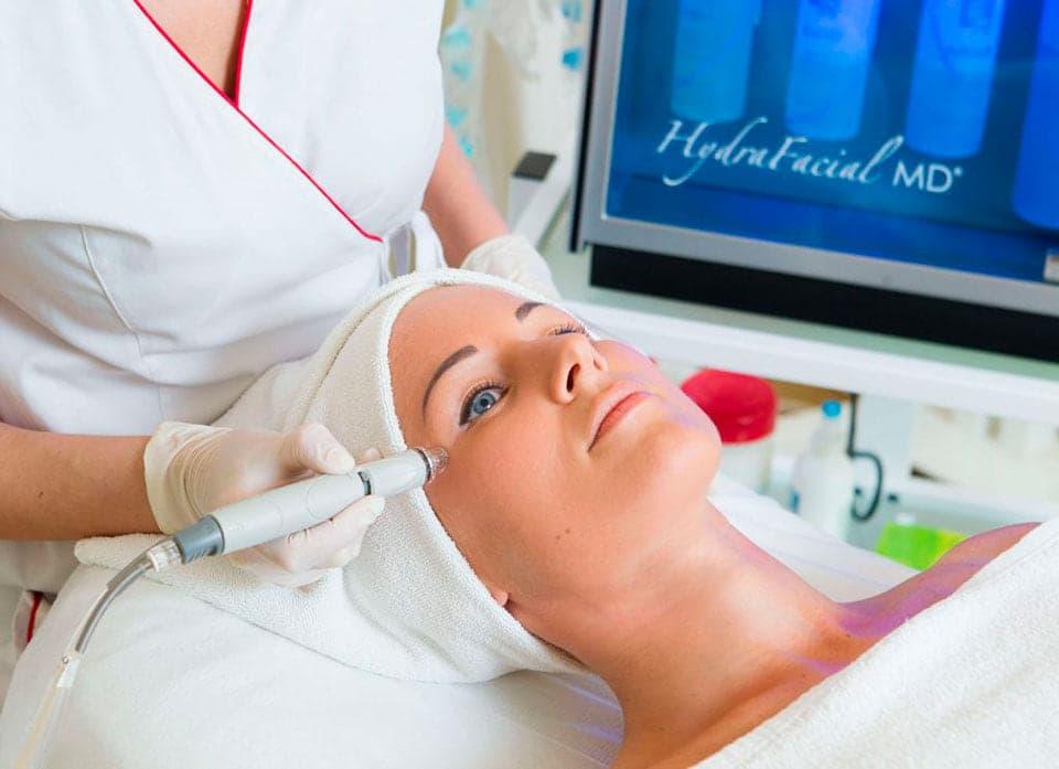 HydraFacial®, Silk Peel и микродермабразия… В чем разница?