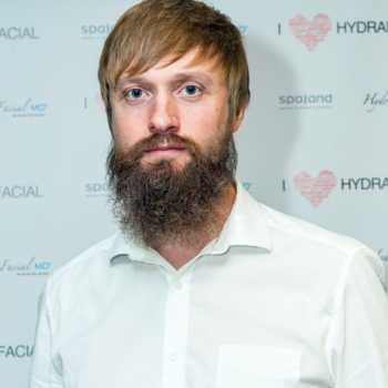 Роман Басов