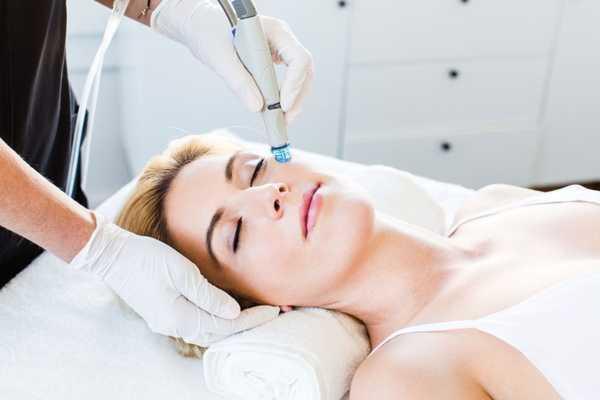 Как выбрать аппарат для чистки кожи лица