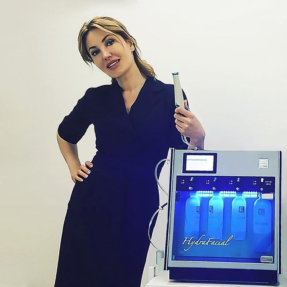 Алена Саромыцкая, клиника Супернова